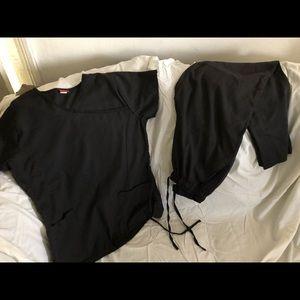 Small black scrub set